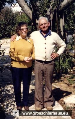 Max Biberfeld (1911 – gest. in Israel) wurde bereits 1928 am Mariengymnasium zur Zielscheibe antisemitischer Pöbeleien. Das Foto zeigt den späteren Orangenfarmer 1986 zusammen mit seiner Frau Ora im Garten seines Hauses in Israel.