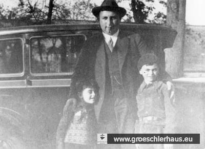 Der Viehhändler Philipp Sternberg aus der Schlosserstraße mit seinen Söhnen Gert, der nicht auf das Mariengymnasium durfte, und Rolf, der von der Volksschule musste. Die Familie Sternberg wanderte 1939 nach Argentinien aus.