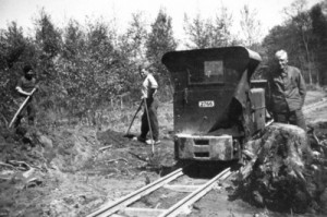 Kriegsgefangene beim Bau der (heutigen) B437 bei Bockhorn, Foto von ca. 1941