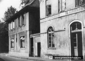 Albanistraße 2: Das dem Kaufmann und Fabrikanten Julius Gröschler gehörende Haus (links) wurde im Mai 1940 an einen Kaufmann verkauft. Auf den Grundstücken der beiden Häuser befindet sich seit ca. 1964 ein Neubau. (Foto von ca. 1930)