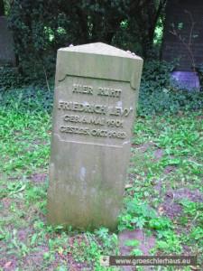 """Der Grabstein von Friedrich (Fritz) Levy (1901 – 1982), des """"letzten Juden von Jever"""", im September 2014 (Foto H. Peters)"""