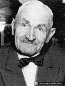 """Dr. Karl Fissen (1885 – 1978) publizierte 1936 die Schrift """"Tausend Jahre Jever"""". Der produktive, heimattümelnde Schriftsteller und Studienrat besaß eine Nähe zur NS-Bewegung. 1968 wurde er zum Ehrenbürger der Stadt Jever ernannt."""