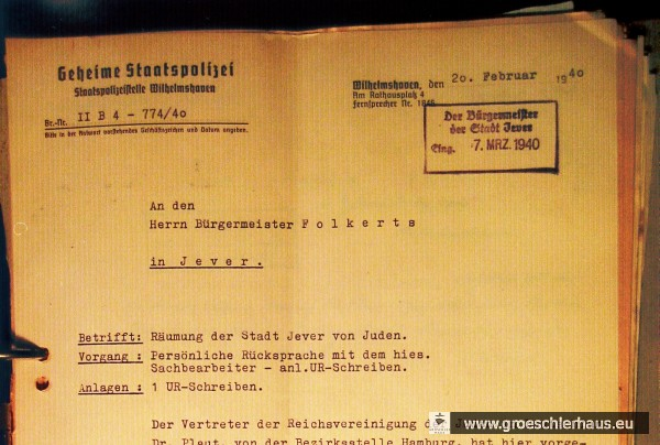 """Kopf eines Schreibens der Gestapo an den Bürgermeister Jevers Martin Folkerts. (LAOL, Dep 25 Jev Akz 39/1997 Nr. 311) Zur """"Räumung der Stadt Jever von Juden"""" vgl. [LINK zum Vortrag """"Vertreibung / Aktenordner""""]"""
