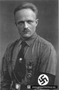 """Johann """"Jann"""" Blankemeyer (1898 – 1982) rührte bereits ab 1921 im Raum Friedeburg/ Wittmund mit großem Erfolg die Werbetrommel für die entstehende NSDAP. Das Foto als """"Reichsredner"""" stammt aus späterer Zeit. (Archiv H. Peters)"""