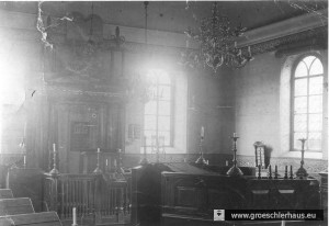 Innenansicht der Synagoge um 1930: Gut sind der Thoraschrein und die die Bima zu erkennen. (Heimatverein Neustadtgödens)