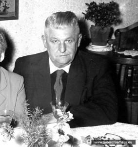 Otto Rühlmann hisste zusammen mit zwei anderen Jeveranern die weiße Fahne am Schlossturm (Foto ca. 1960, Archiv H. Peters)