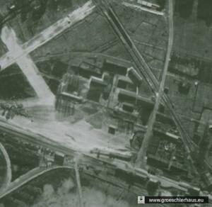 """Abb. 1: Alliiertes Luftbild Kriegsgefangenenlager """"Schwarzer Weg"""" (Stadtarchiv Wilhelmshaven)"""