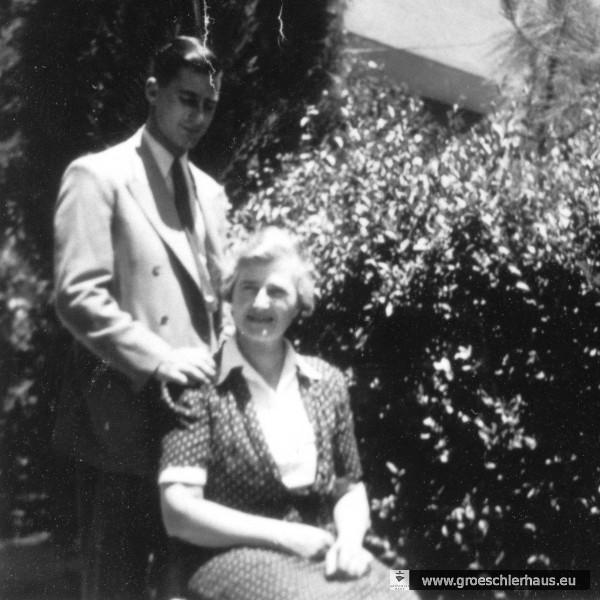 Änne Gröschler und ihr Sohn Walter unmittelbar nach der Ankunft in 1944 in Palästina (Archiv H. Peters)