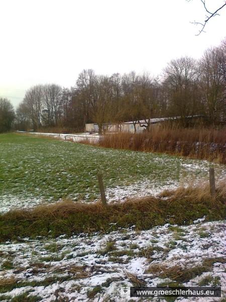 Abb.: Foto des ehemaligen Lagergeländes, Blickrichtung vom Ems-Jade-Kanal in Richtung Mühlenstumpf (Foto: Frerichs, 2015).
