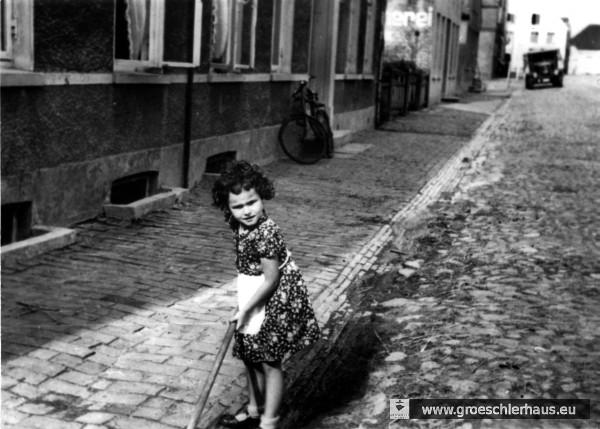 Eva Hirche 1938 in der Blauen Straße (Foto A. Hirche)