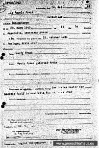 """""""wohnhaft Bohlenberge"""" - Sterbeurkunde für das Kind Angela Frank, die auf """"Anzeige des ersten Doktor der Medizin Adolf in Auschwitz"""" zwei Monate nach dem Tod ausgestellt wurde. Mörderische Menschenverachtung oder verborgene Botschaft? (Archiv Auschwitz)"""
