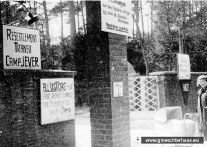 Eingang zum Resettlement Transit Camp Jever ca. 1950 (Gedenkstätte Bergen-Belsen)