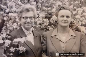 Johanne Titz, geborene Weinberg (links), mit ihrer Pflegetochter Klara Hübner (Aufnahme 1961, Archiv Heimatverein Varel).