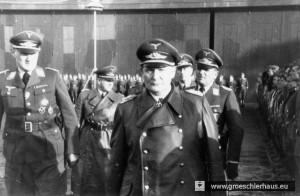 Carl-Alfred Schumacher (links) und Hermann Göring (vorn) am 27. Februar 1940 auf dem Flugplatz von Upjever (Archiv H. Peters)