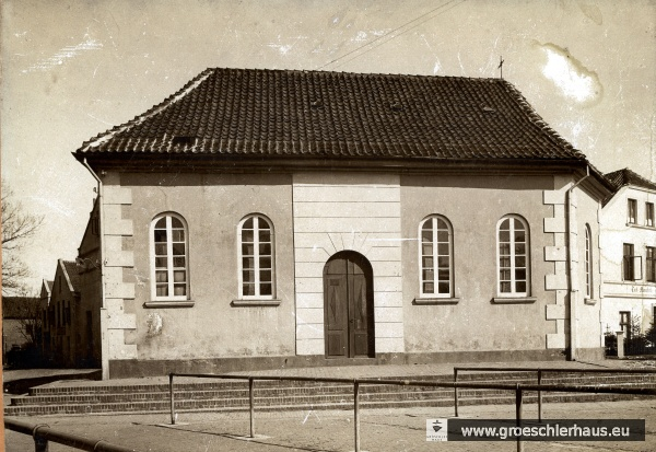 Die 1828 erbaute und 1900 abgerissene katholische Kirche am Alten Markt (Sammlung P. Gabriels)