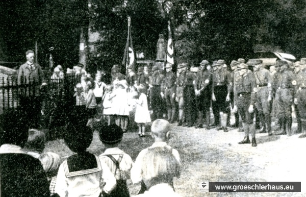 """Sedanstreffen"" der NSDAP des Oldenburger Landes am 1. Sept. 1928 in Jever, Redner Wilhelm Aßling aus Sillenstede (links; Archiv H. Peters)"