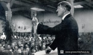 """Hitler sprach am 12. Mai 1931 in der Reithalle von Jever vor über 4.000 Zuhörern (Foto), das """"Jeversche Wochenblatt"""" druckte die Rede komplett ab und kommentierte beifällig (Archiv H. Peters)"""