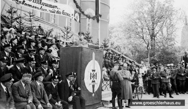 Text- und Bildberichterstatter bei einer Veranstaltung mit Gauleiter Carl Röver vor dem Schloss Jever, unbekanntes Datum ca. 1935 (Sammlung P. Gabriels)