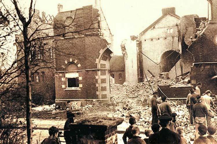Der Abbruch der Ruine der Oldenburger Synagoge Ende 1938.