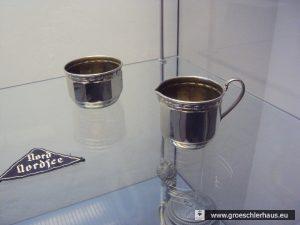 """Abb.: Objekte mit Herkunft aus der """"Aktion M"""" im Schlossmuseum Jever."""